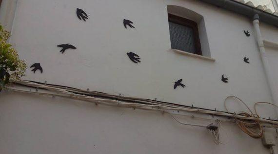 Decoración de la fachada de la vivienda tutelada