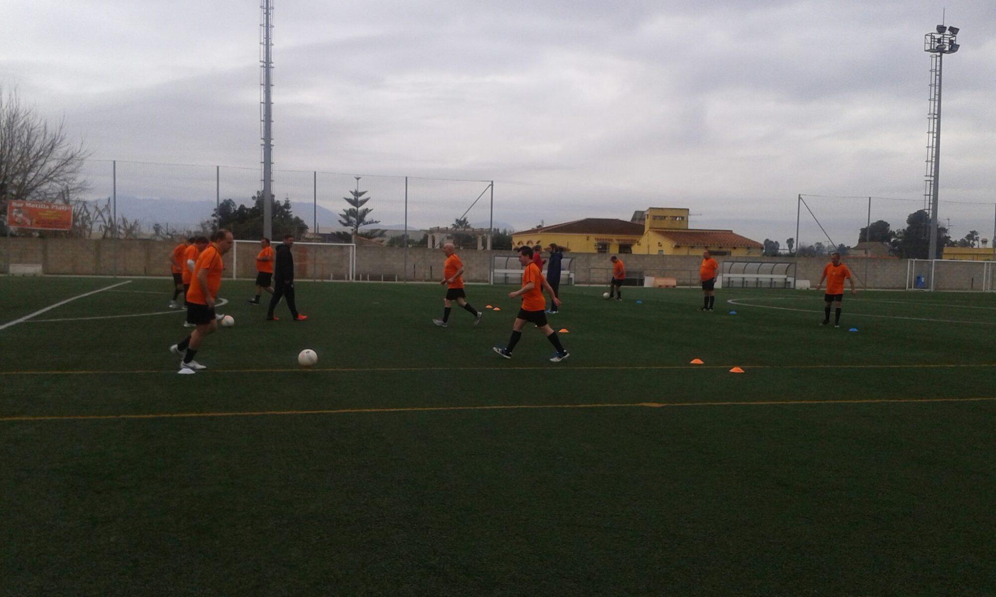 Sesión técnica en Sueca del equipo de fútbol de Albero Artesanos con técnicos del Valencia CF