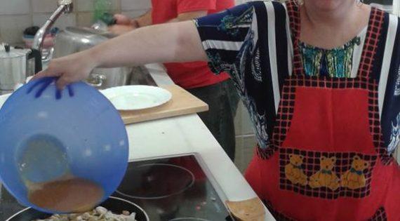 Taller de cocina «pollo al curry con almendras»
