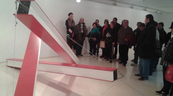 Visita de la exposición «La Presencia y la Ausencia» del artista Xavier Arenós en el MUVIM